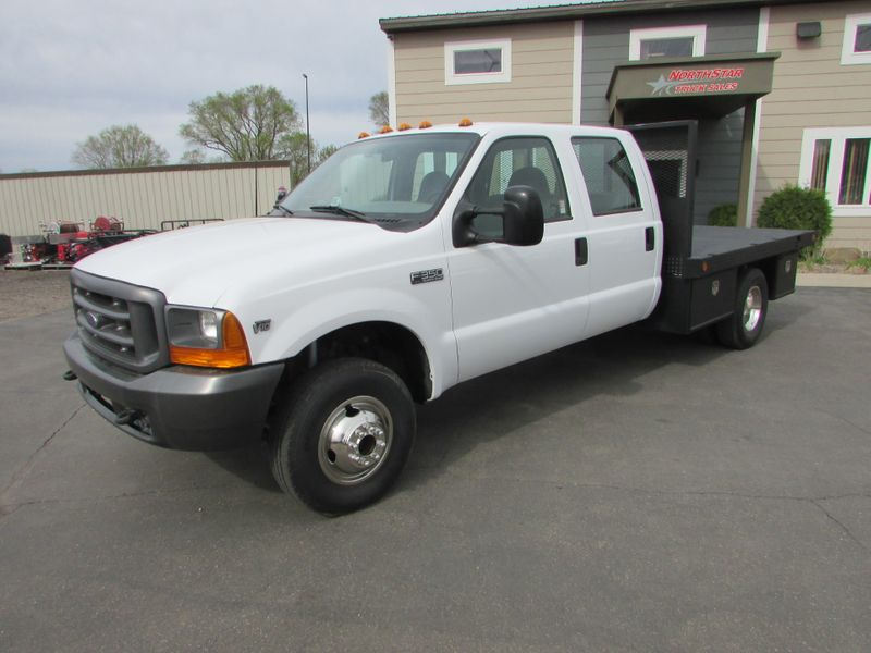 Photo Used 1999 Ford F-350 4x4 Crew-Cab Flat-Bed Truck