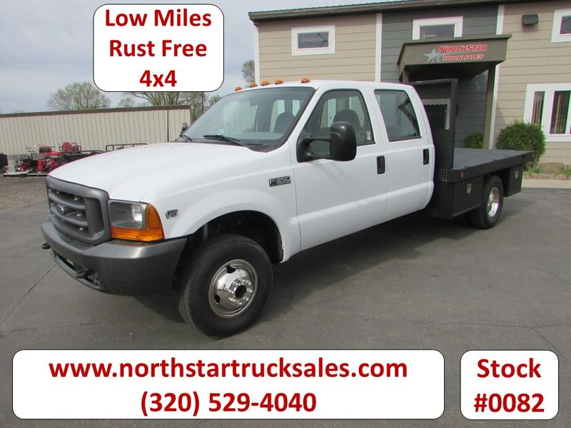 Photo Used 1999 Ford F-350 4x4 Crew-Cab Flatbed Truck