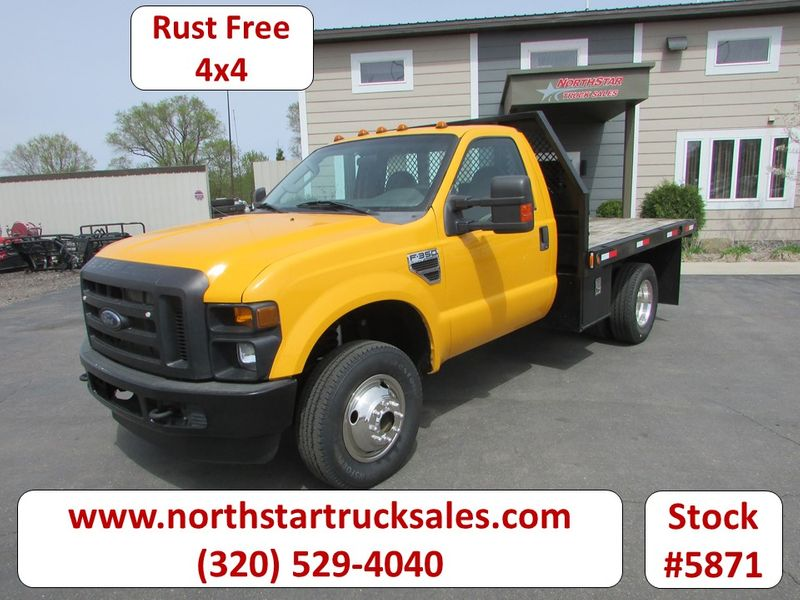 Photo Used 2009 Ford F-350 4x4 Reg Cab Flatbed Truck