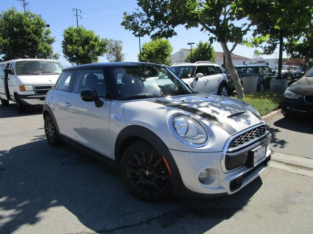 Photo 2017 MINI Hardtop 2 Door Cooper S Hardtop 2 Door