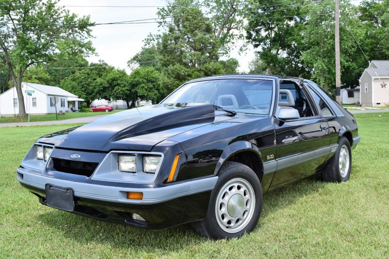 Photo Used 1985 Ford Mustang GT