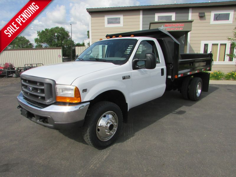Photo Used 2000 Ford F-550 4x4 Contractor Dump Truck