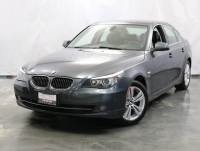 2010 BMW 5 Series 528i xDrive / 3.0L 6-Cyl Engine / AWD xDrive / Sunroof / Navigation / Bluetooth / Heated Seats + Steering Wheel