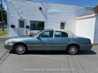 2003 Lincoln Town Car Signature 4-Speed Automatic