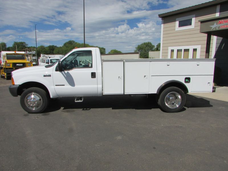 Photo Used 2000 Ford F-450 7.3 4x2 Reg Cab Service Utility Truck