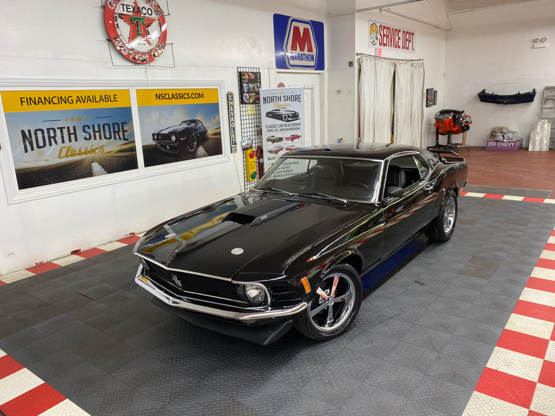 Photo 1970 Ford Mustang - SPORTSROOF FASTBACK - 302 V8 ENGINE - AUTO TRANS -
