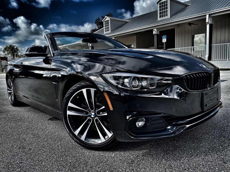 Photo Used 2020 BMW 430i CONVERTIBLE HARDTOP CONV PKG NECK WARMERS