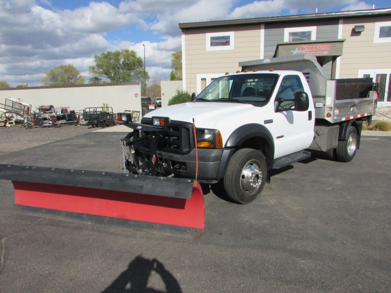 Photo Used 2006 Ford F-450 4x4 Dump Plow Truck