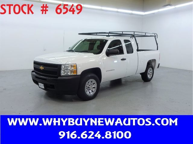 Photo 2013 Chevrolet Silverado 1500  4x4  Extended Cab  Only 31K Miles