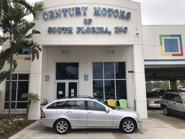 Photo 2005 Mercedes-Benz C-Class 2.6L 1 Owner Clean CarFax Sunroof CD Heated Seats