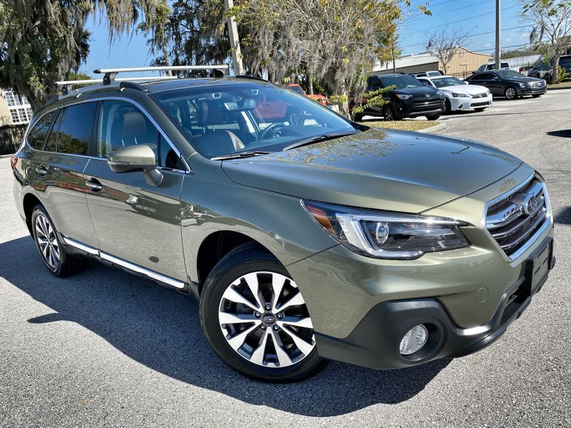 Photo Used 2018 Subaru Outback OUTBACK TOURING LEATHER ROOF THULE RACK