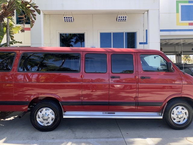 Photo 2001 Dodge Ram Wagon, 15 passenger, v8, cloth, v8