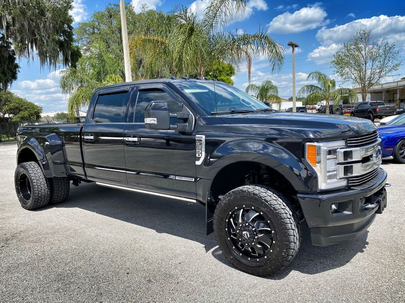 Photo Used 2019 Ford F350 LIMITED DUALLY DIESEL F350 LIMITED DUALLY DIESEL LIFTED FUEL TOYO