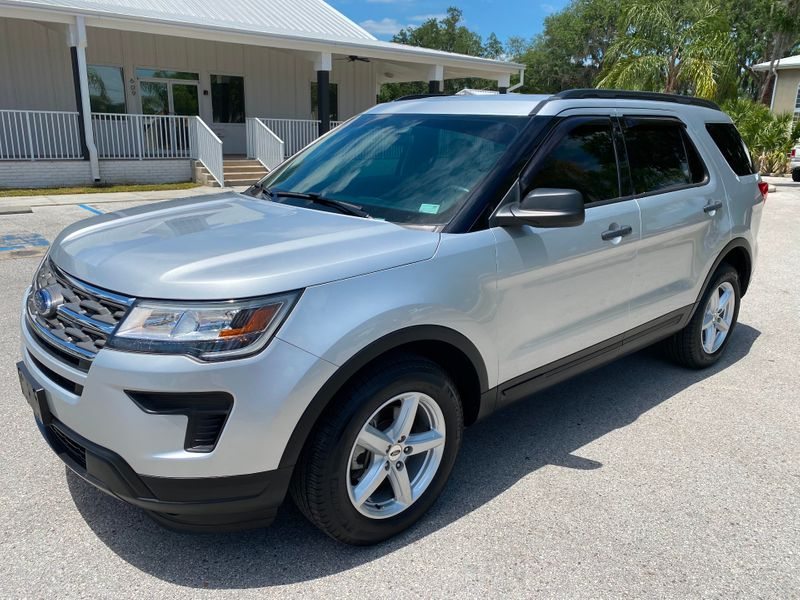 Photo Used 2018 Ford Explorer 4WD CARFAX CERT 1 OWNER 3RD ROW