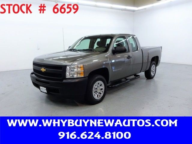 Photo 2012 Chevrolet Silverado 1500  Liftgate  Extended Cab  Only 43K Miles