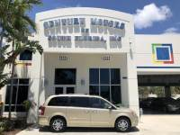 2010 Chrysler Town & Country Limited 1 Owner 7 pass Warranty